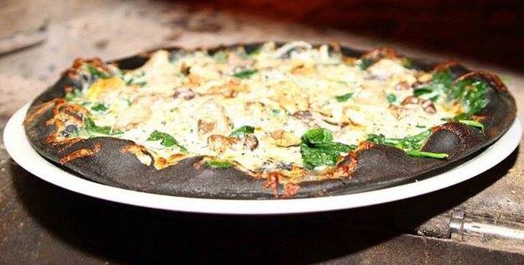 crna-pizza-sa-spanacem